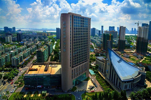 新传媒大厦外景图.jpg